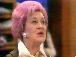 The Are You Being Served Gallery on YCDTOTV.de   Path: www.YCDTOTV.de/aybs_img/a2_105.jpg