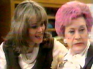 The Are You Being Served Gallery on YCDTOTV.de   Path: www.YCDTOTV.de/aybs_img/a2_108.jpg