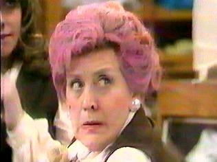 The Are You Being Served Gallery on YCDTOTV.de   Path: www.YCDTOTV.de/aybs_img/a2_110.jpg