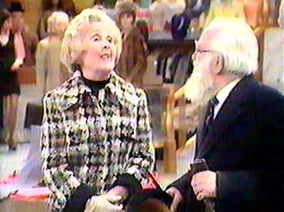 The Are You Being Served Gallery on YCDTOTV.de   Path: www.YCDTOTV.de/aybs_img/d1_16.jpg